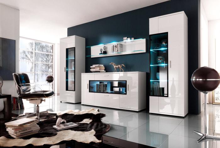 Сочетание темных и светлых оттенков являются самым простым решением, что придаёт гостиной современный вид.