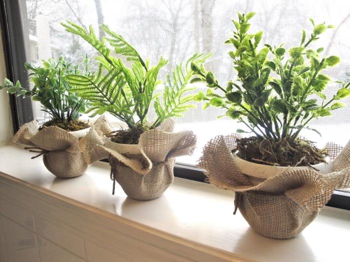 Горшки для цветов и растений, обтянутые изделиями, выработанными из гибких волокон и нитей.