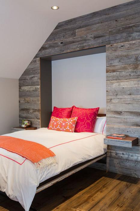 Встроенный спальный модуль в помещении в стиле кантри, который отлично подойдёт для квартиры со свободной планировкой.