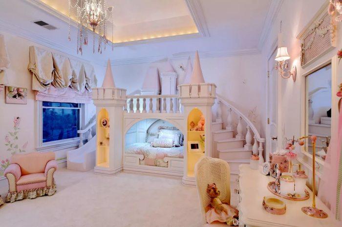 Интерьер детской комната в стиле замка для Барби.