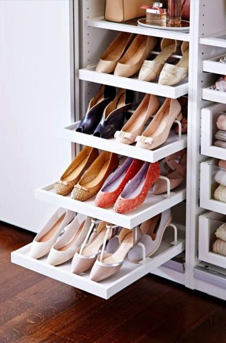 Шкаф для обуви с выдвижными полками.