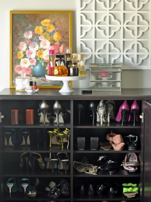 Стильная мебель для хранения обуви легко может стать изюминкой в интерьере малогабаритной квартиры.