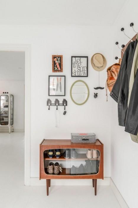 Старый шкаф можно превратить в закрытую полку для хранения повседневной обуви.
