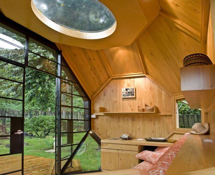 Интерьер маленькой беседки в стиле модерн, которую можно считать идеальным местом для отдыха.