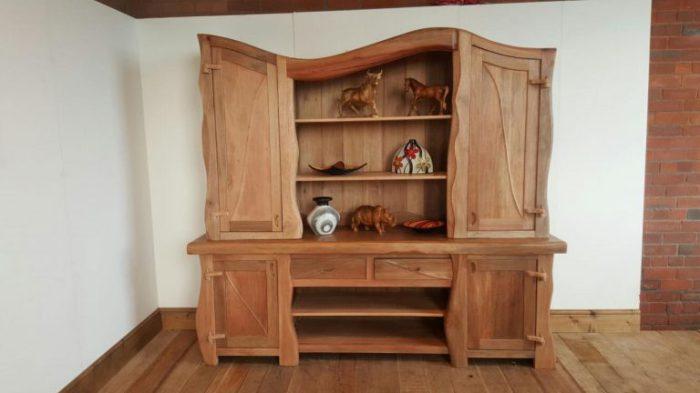 Модель шкафа, выполненная в классическом стиле.