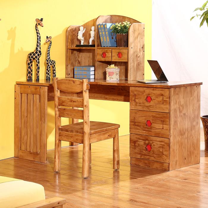 Изящный и красивый деревянный столик для детской.
