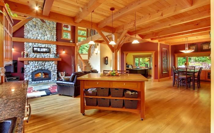 Оригинальная деревянная отделка загородного дома.