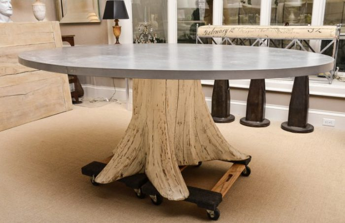 Оригинальный дизайн стола, создающий сказочную обстановку.