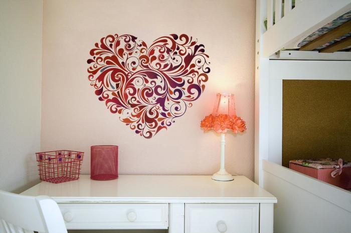 За допомогою яскравих декоративних наклейок можна легко створити соковитий акцент в будь-якому інтер'єрі.