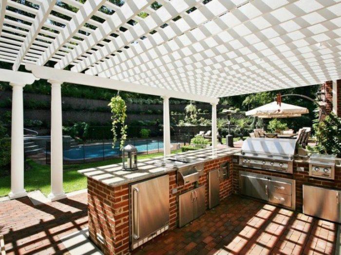 Летняя кухня – это роскошь, которую могут позволить себе обладатели частных домов.