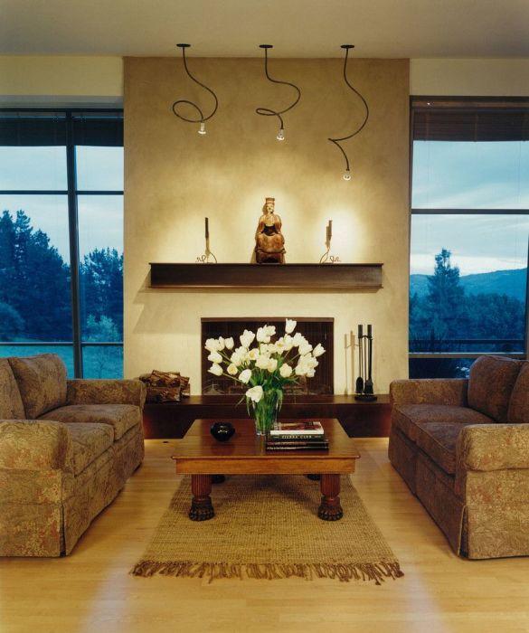 Гибкие и неприметные светодиодные светильники идеально подходят для гостиной, обеспечивая яркое освещение комнаты.