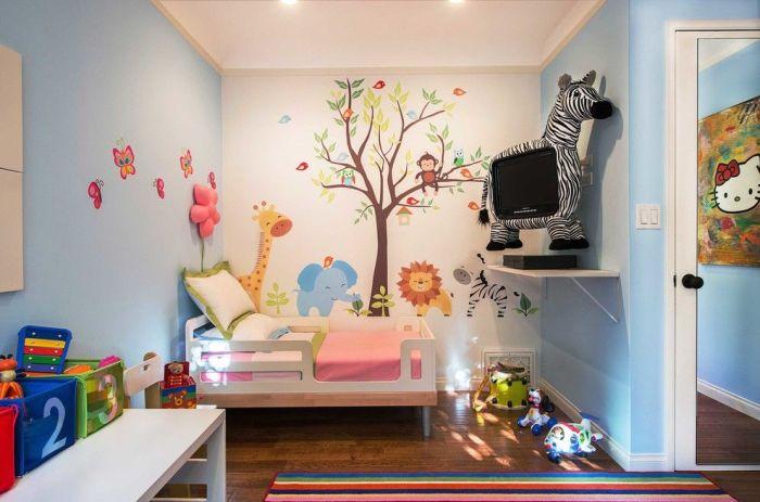 Плазменная панель в детской комнате замаскированная под игрушечную зебру.