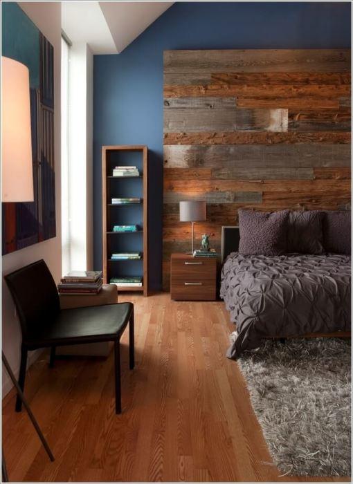 Стена из натуральной и дорогой древесины у изголовья кровати может преобразить интерьер любой спальной комнаты.