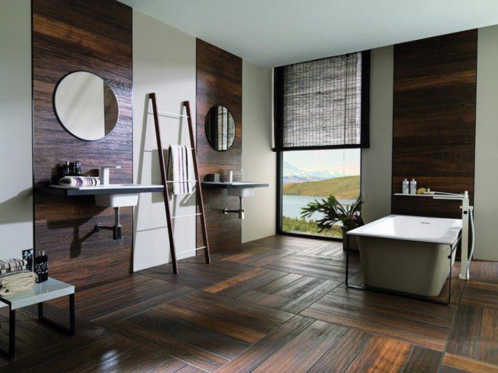 С помощью тёмной древесины можно не просто преобразить ванную комнату, но и сделать её уютней.