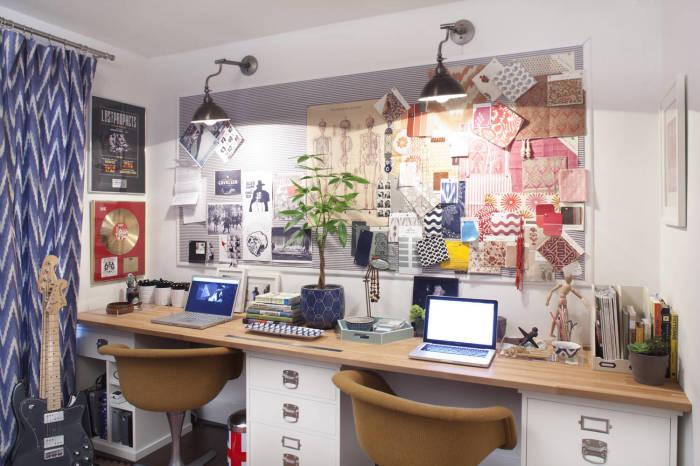 Оригинальный интерьер маленького домашнего офиса.