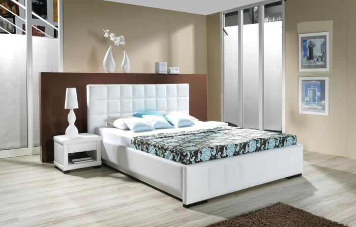 Мебельный гарнитур и мелкие детали играют особую роль в интерьере спальной комнаты.