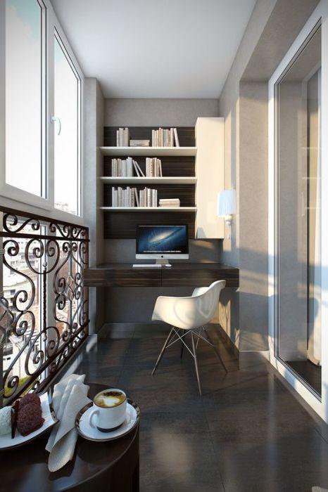 Тому, кто много работает, придется по вкусу оформление домашнего офиса на балконе.