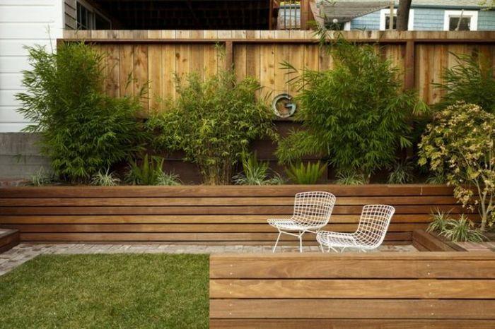 Класичний дерев'яний паркан, який не вимагає особливої уваги і догляду.