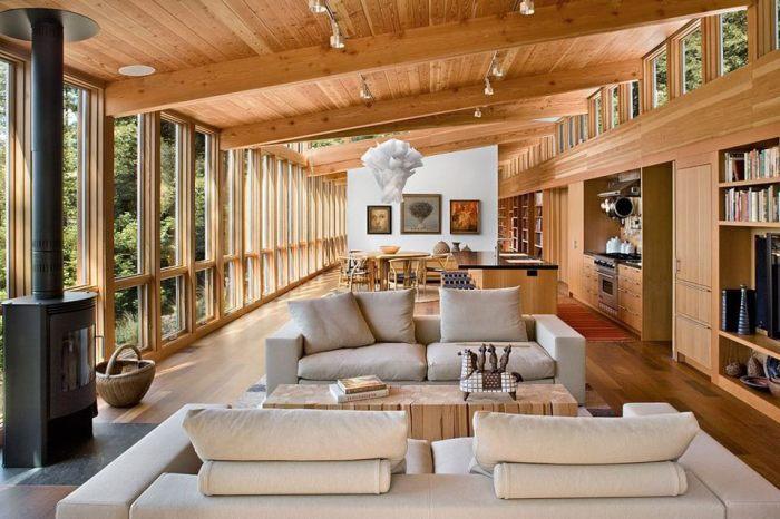Интересный интерьер комнаты, которая включает в себя и гостиную, и кухню.