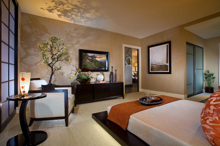 Оригинальная спальная комната в классическом японском стиле, в которой преобладает комфортабельный минимализм.