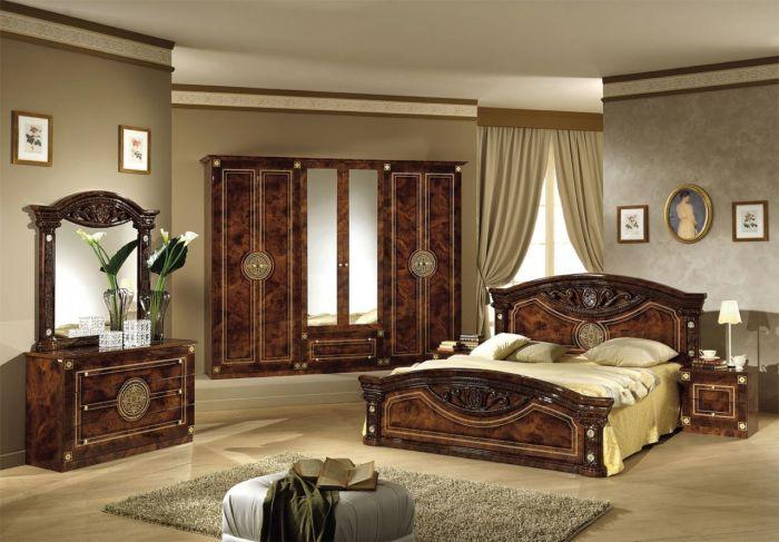 Классическая мебель для спальной комнаты в готическом стиле.