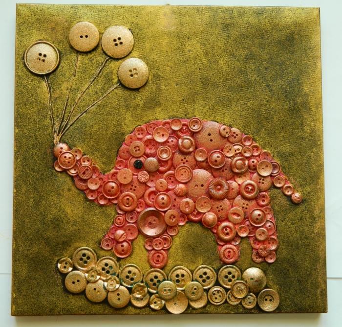 Картину с изображением слоника можно создать из пуговиц своими руками.