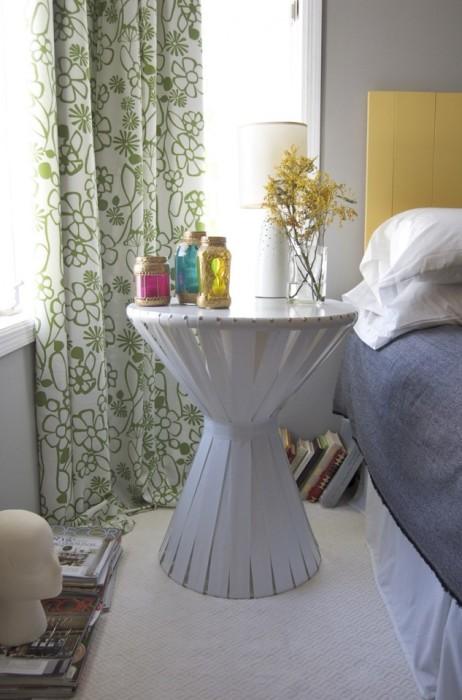 Деревянная тумбочка, обтянутая плотной не тканной текстильной тканью, полученной путём адгезионное скрепление волокнистой основы.