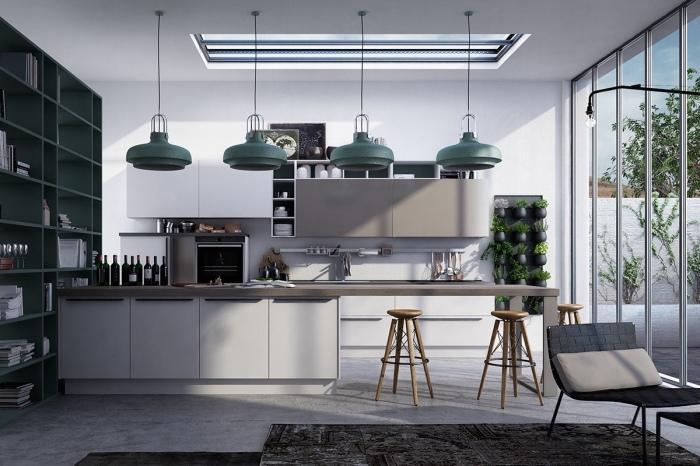 Акцентные элементы и нетрадиционная геометрия в интерьере кухни, которые сочетаются в полной гармонии и единстве.