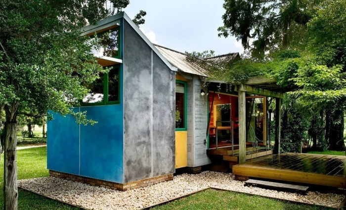 Маленький панельный домик – все, что нужно для счастья.