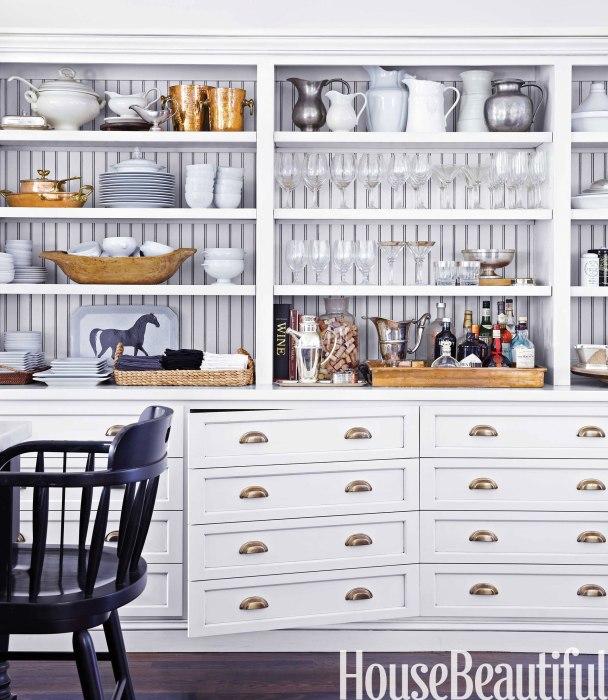 Открытый стеллаж на кухне призваны стать частью интерьерной мебели, либо элементом декорации для украшения кухонного пространства.