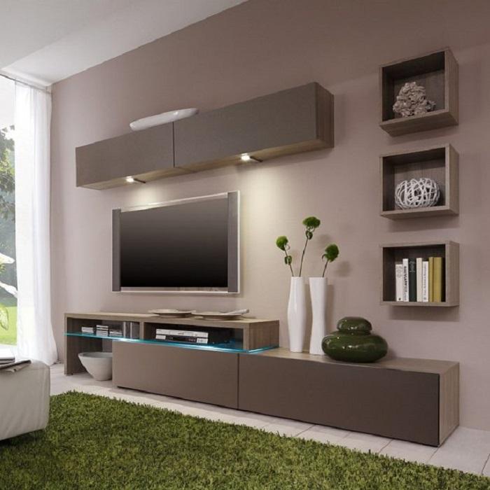 Серые полочки, отлично вписывающиеся в интерьер гостиной комнаты.