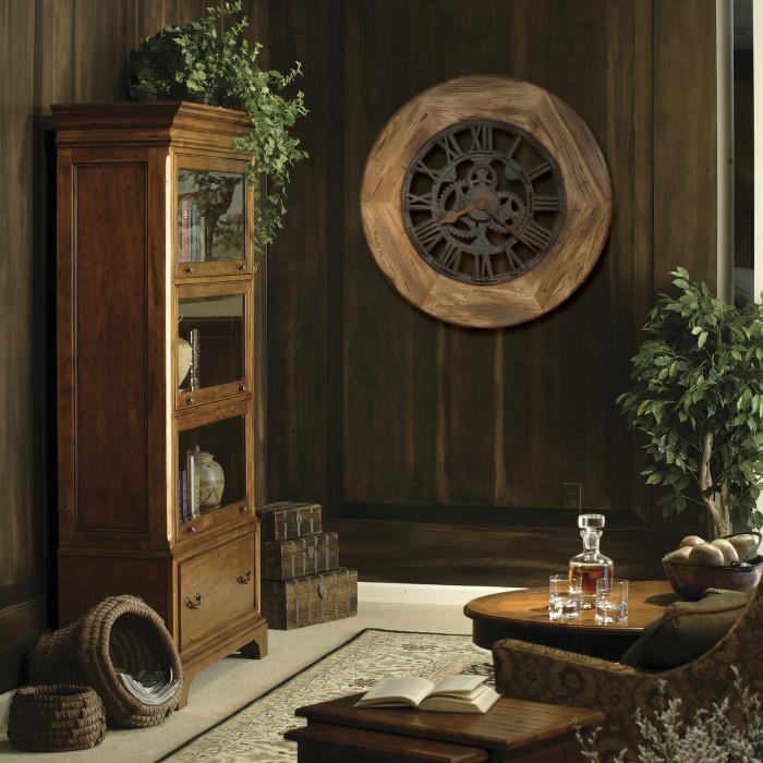 Деревянные часы из натурального дерева с металлическим механизмом.