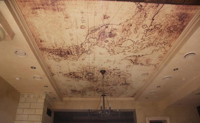 Географическая карта - современный натяжной потолок с фотопечатью.