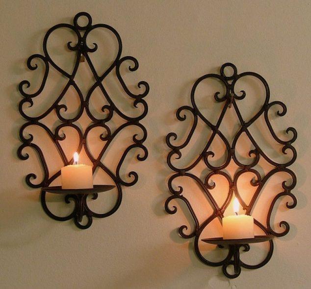 Два металлических кованых подсвечника, которые позволят создать романтическую обстановку.