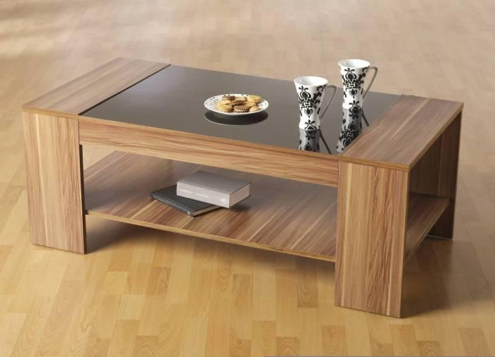 Журнальный столик из строганного шпона, который производят из ценных пород древесины.