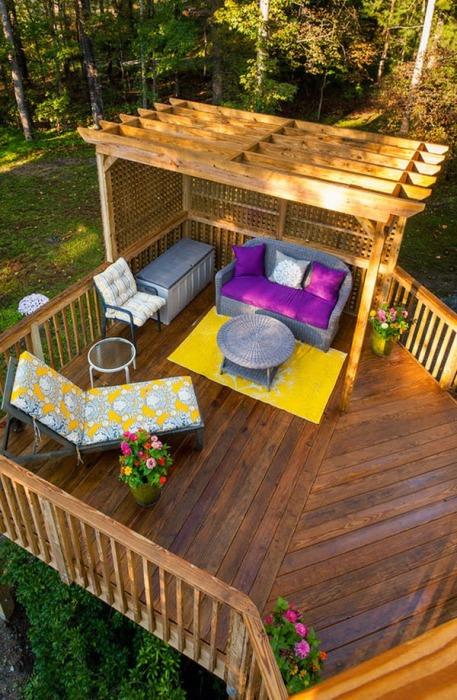 Дерево - самый популярный и экологически чистый материал для постройки террасы.