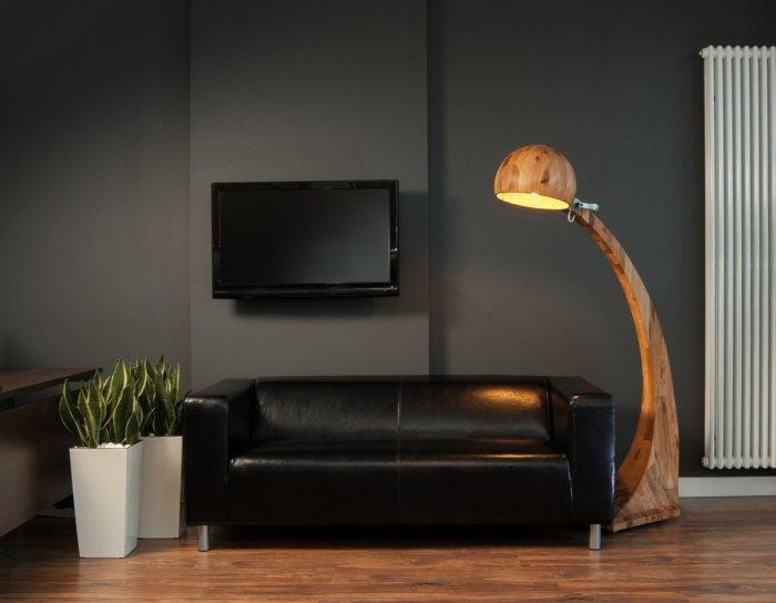 Уникальный экземпляр напольного светильника выполненного из цельного куска древесины.