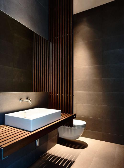 Деревянная конструкция станет выгодным решением для зонирования пространства в ванной комнате.