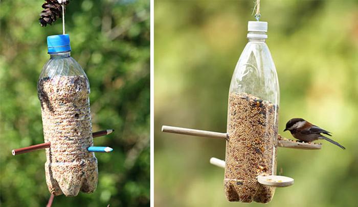Оригинальная кормушка для птиц созданная из пластиковых бутылок.