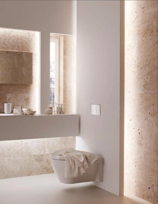 Правильно подобранное освещение и оригинальная цветовая палитра в современном интерьере ванной комнаты.