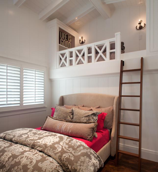 Яркие контрастные элементы и нетривиальный дизайн позволят создать уютную атмосферу в небольшой спальной комнате.