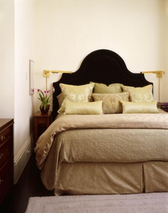 Современные дизайнеры часто используют светлые и бежевые оттенки в малогабаритных помещениях, что позволяет визуально расширить пространство.