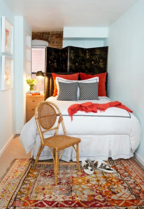 Для оформления классической спальной комнаты можно использовать как натуральные, так и искусственные материалы.