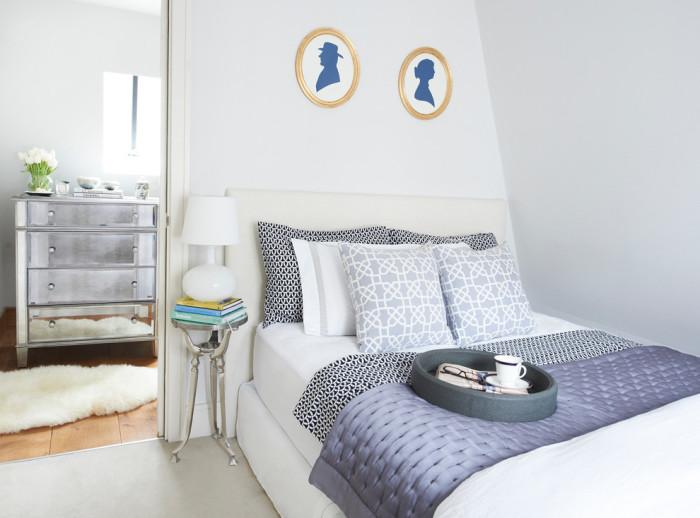 Акцентное пятно на фоне светлой цветовой гаммы позволит создать по-настоящему уникальный и современный дизайн в спальной комнате.