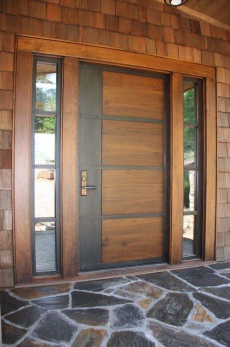 Деревянная входная дверь может стать настоящим произведением искусства.