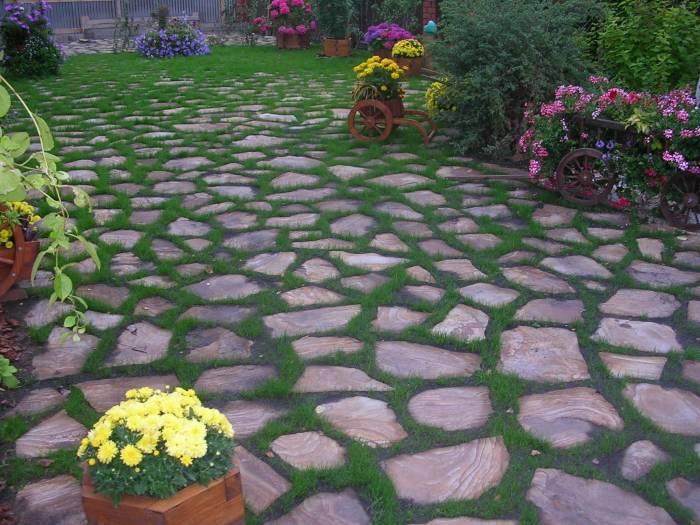 Садовая плитка для оригинального интерьера дачного участка.