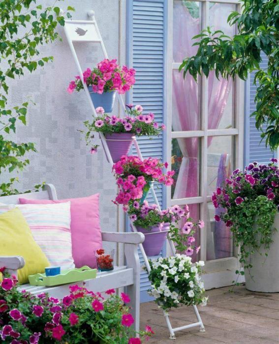 Такую декоративную лестницу можно использовать для озеленения любого садового участка.