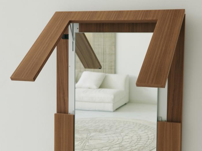 Раскладной обеденный стол-зеркало из цельного массива древесины.