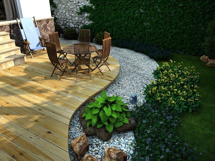 Правильный и гармоничный переход от натурального дерева к искусственному камню в ландшафтном дизайне садового участка.