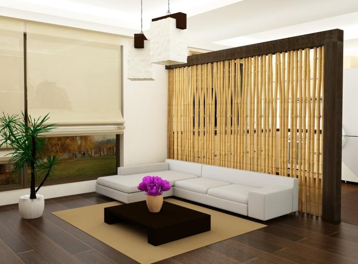 Массивная бамбуковая перегородка, которая вписывается далеко не в каждый интерьер.